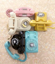5571b6a8c6629a59b0b327ba61fb9372--telephone-vintage-vintage-phones
